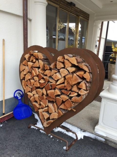 Garden-Furniture-log-store