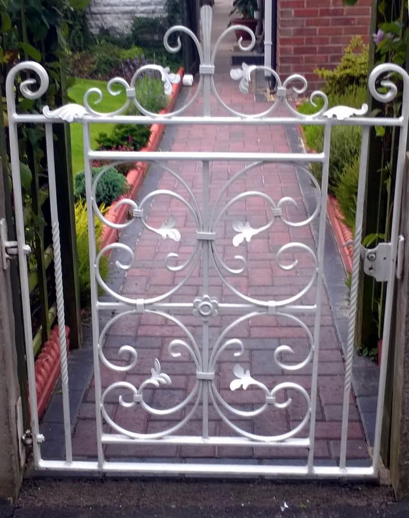 Ornamental-Gates-WP-20150804-11-30-17-Pro