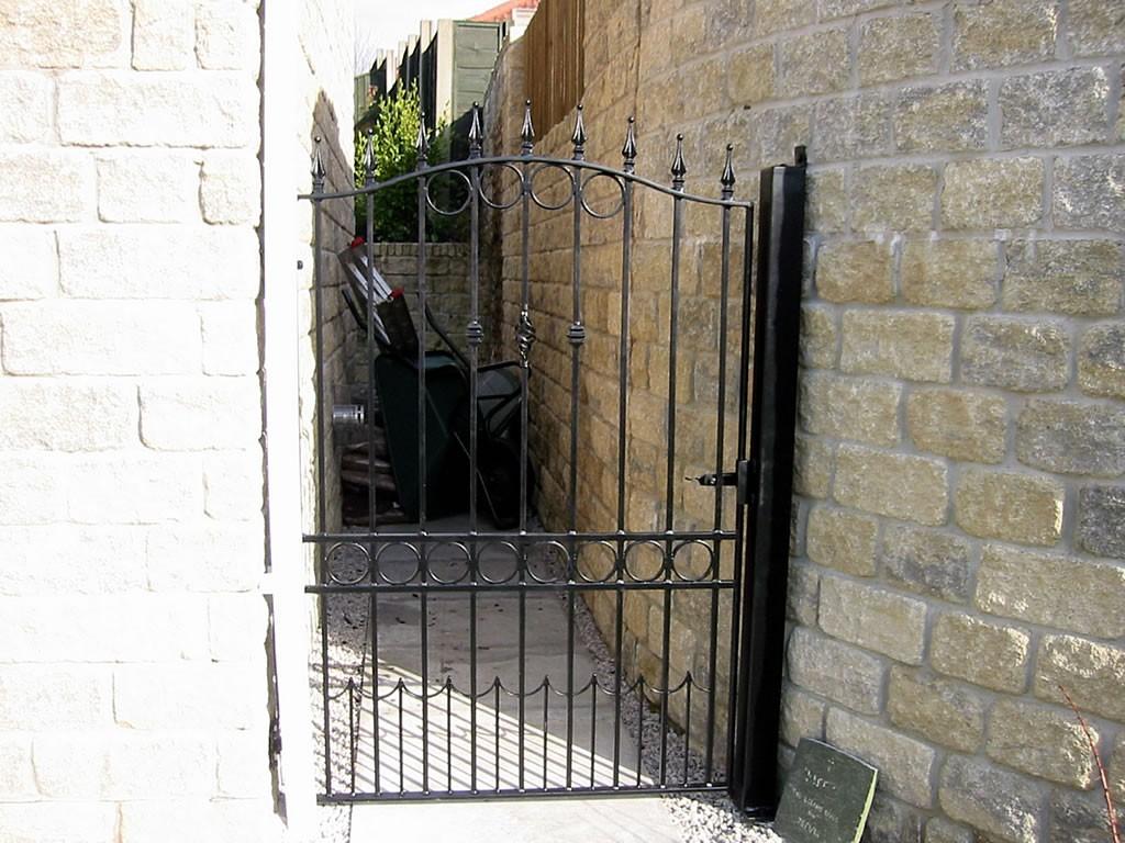 Tall-Ornamental-Gates-5