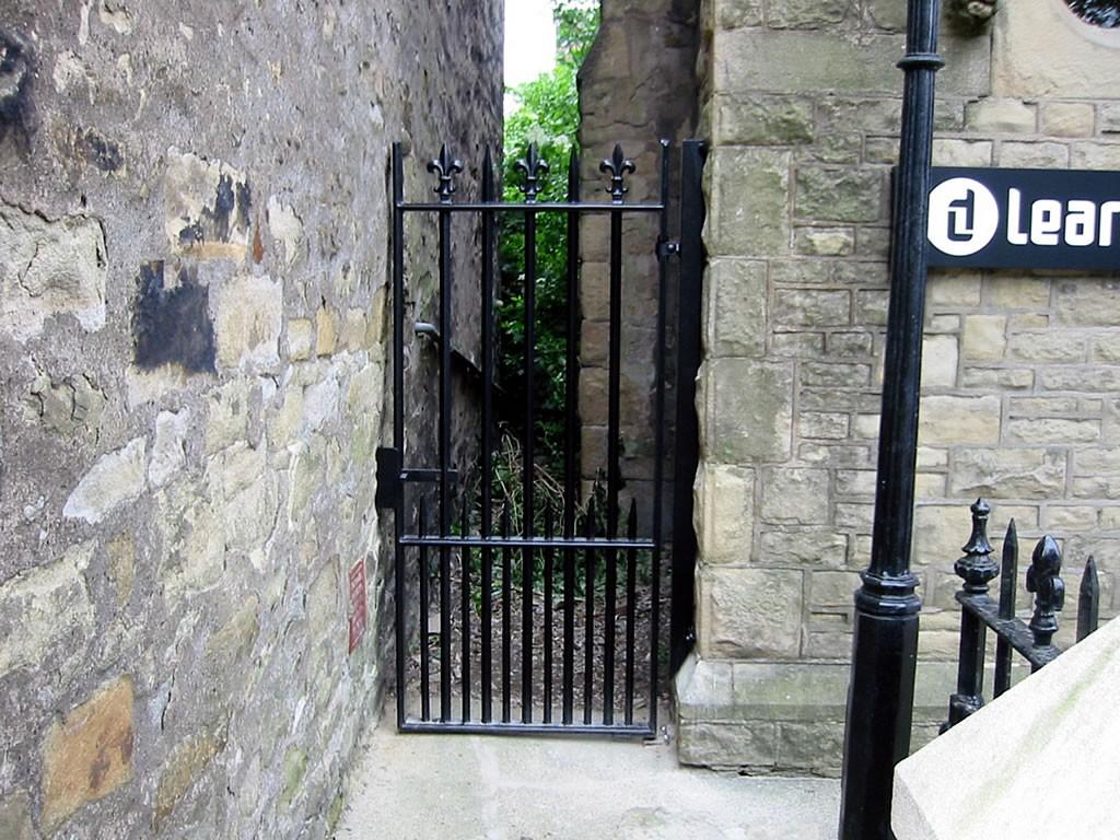 Tall-Ornamental-Gates-DADS-PICS-002-81069