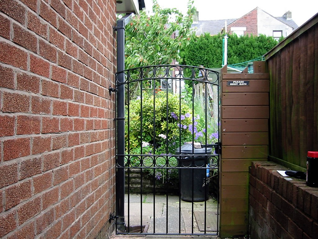 Tall-Ornamental-Gates-100-0013-IMG
